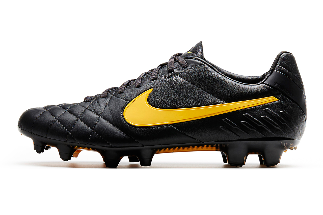 Image of Nike Goes Classic with Black Football Boots