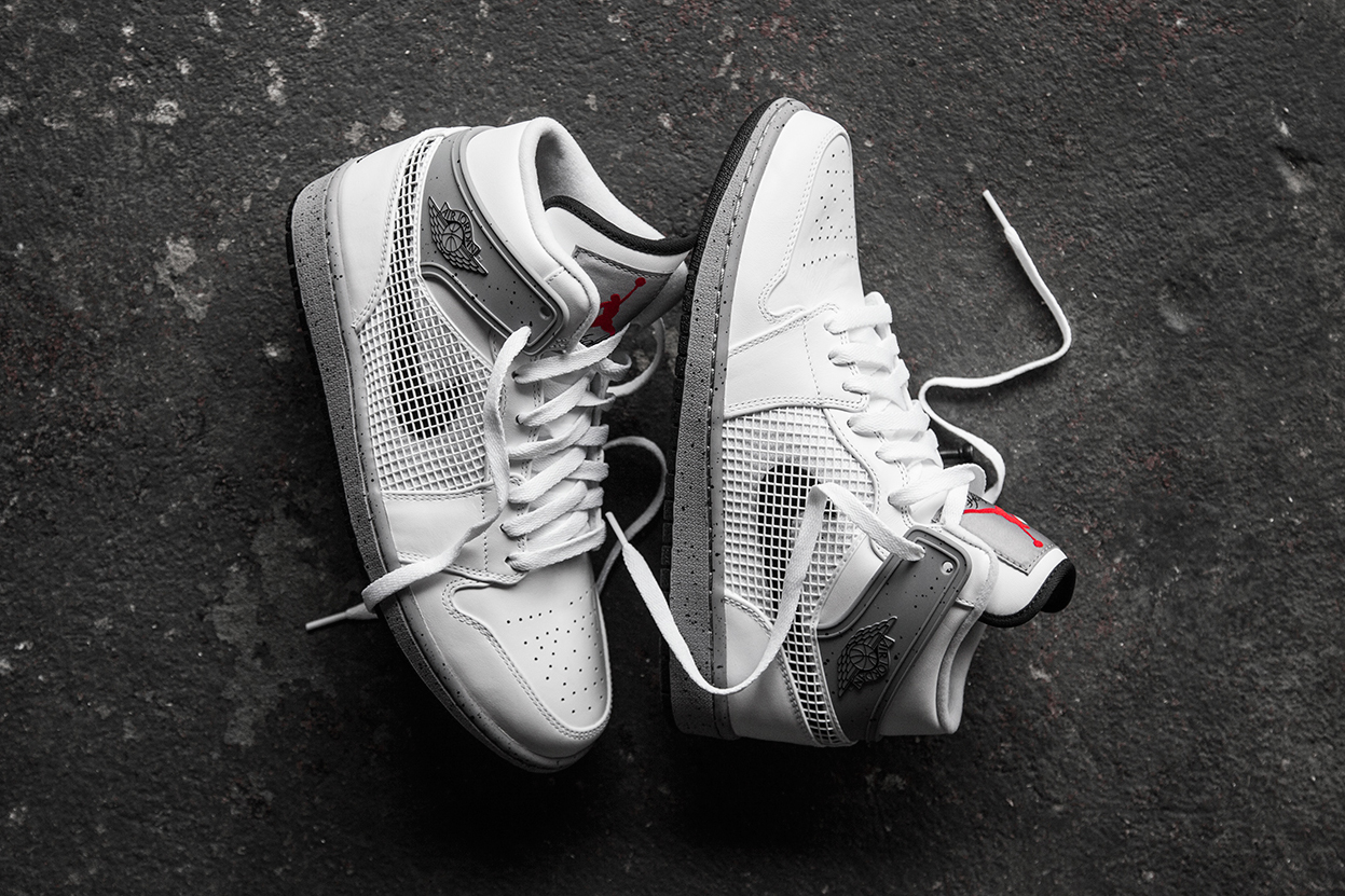 Image of A Closer Look at the Air Jordan 1 Retro '89 White/Cement Grey-Black