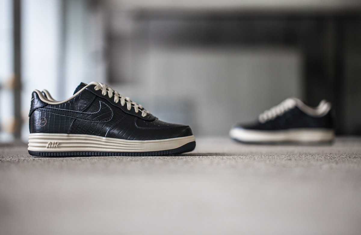 "Image of A Closer Look at the Nike Air & Lunar Force 1 Low ""FRAGMENT"" Pack"