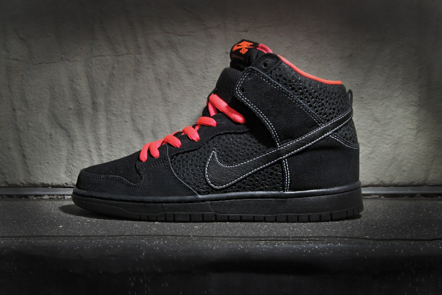 Image of Nike SB Dunk High Pro Black/Atomic Red