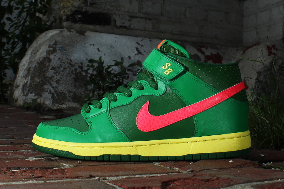 Image of Nike SB Dunk Mid Pro Luck Green/Fortress Green-Atomic Red