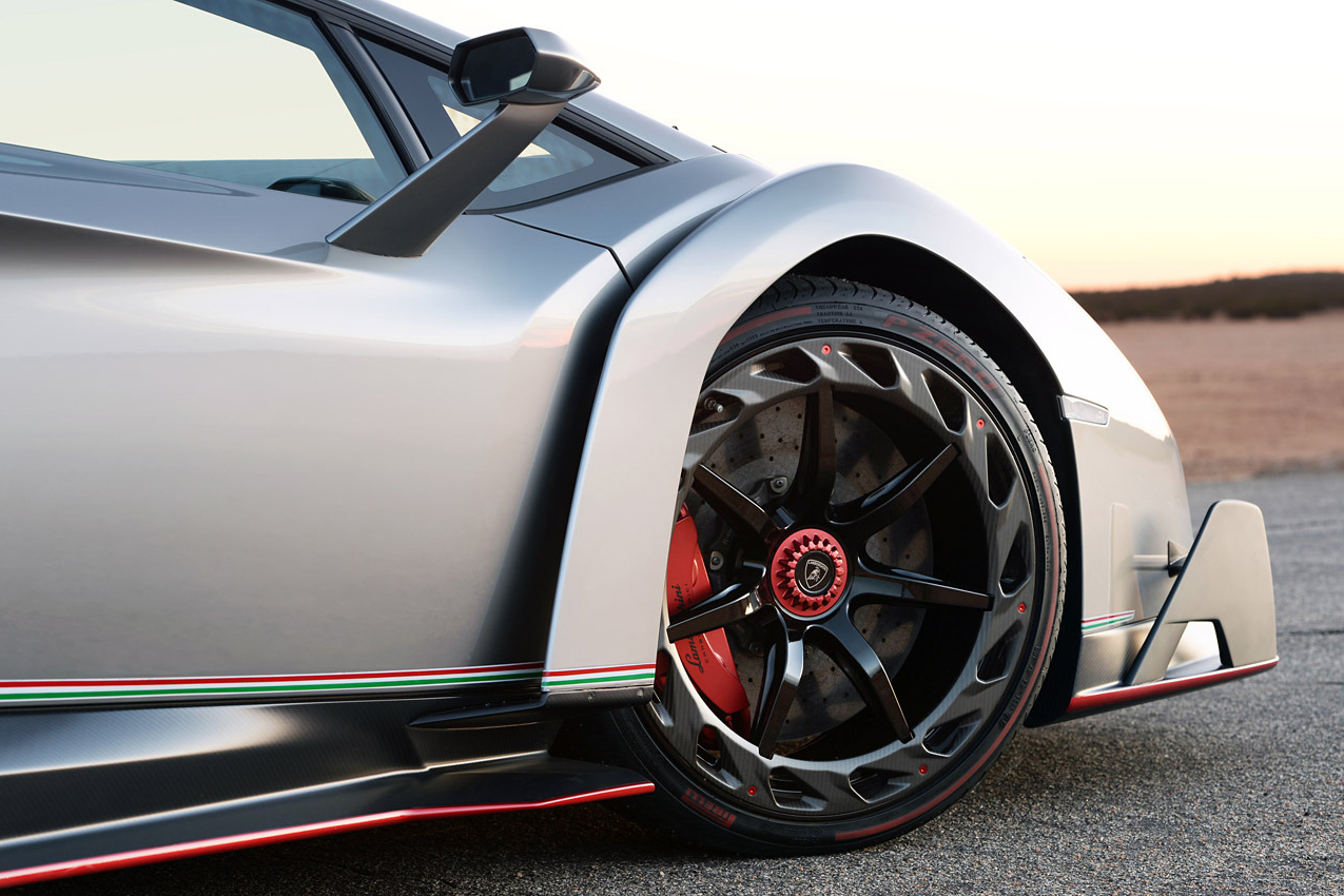 Image of Autoblog Takes a Closer Look at the $4.7 Million USD Lamborghini Veneno
