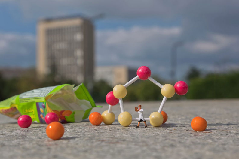 Image of Miniature Workers by Slinkachu Raise Unemployment Awareness