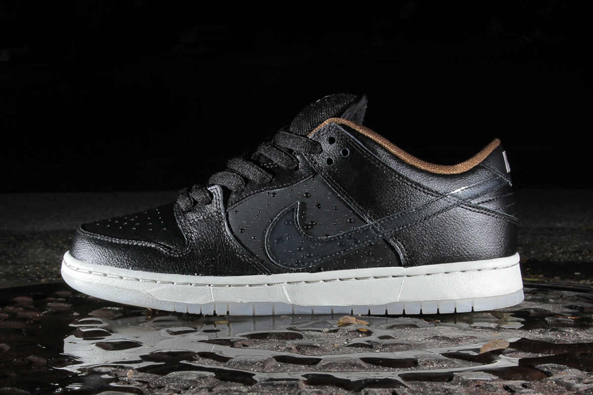"Image of Nike SB Dunk Low QS ""Rain"""