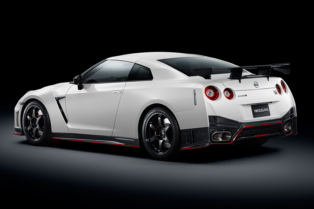 Image of The 2015 Nissan GT-R Nismo Is Unveiled and Takes a Lap of the Nürburgring