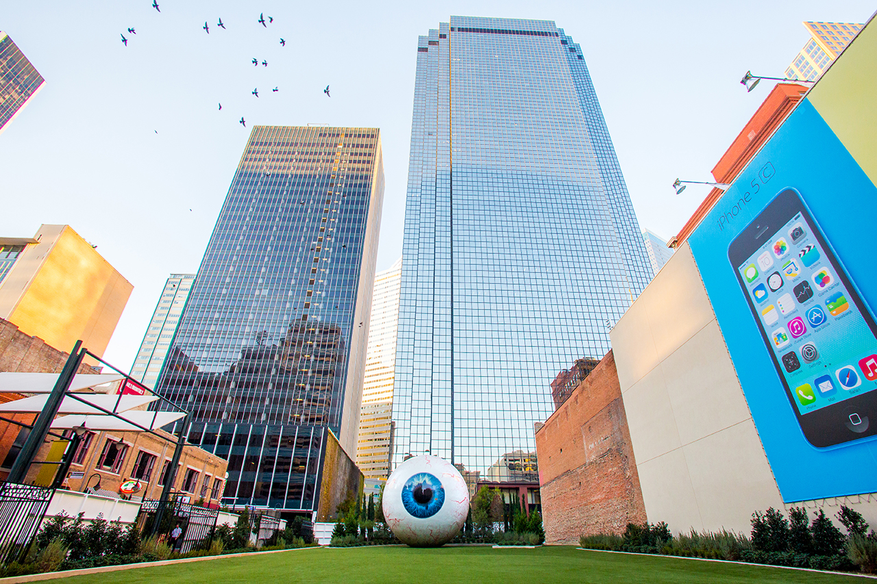 Image of Tony Tasset's Latest Sculpture is a 30-Foot Eye for The Joule Hotel in Dallas