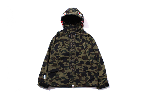 Image of A Bathing Ape 1ST CAMO SHARK SNOW BOARD JACKET