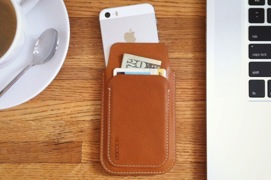 Image of Incase iPhone 5 Leather Pouch
