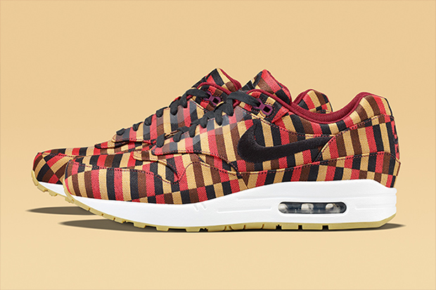 Image of Roundel by London Underground x Nike Air Max Collection