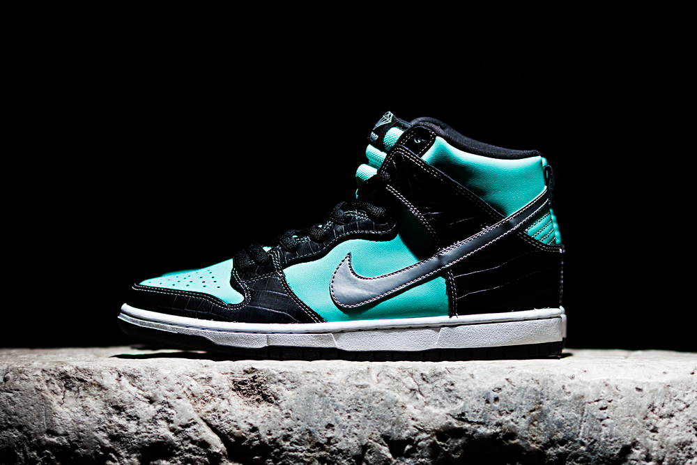 "Image of Diamond Supply Co. x Nike SB Dunk High ""Diamond"" Preview"