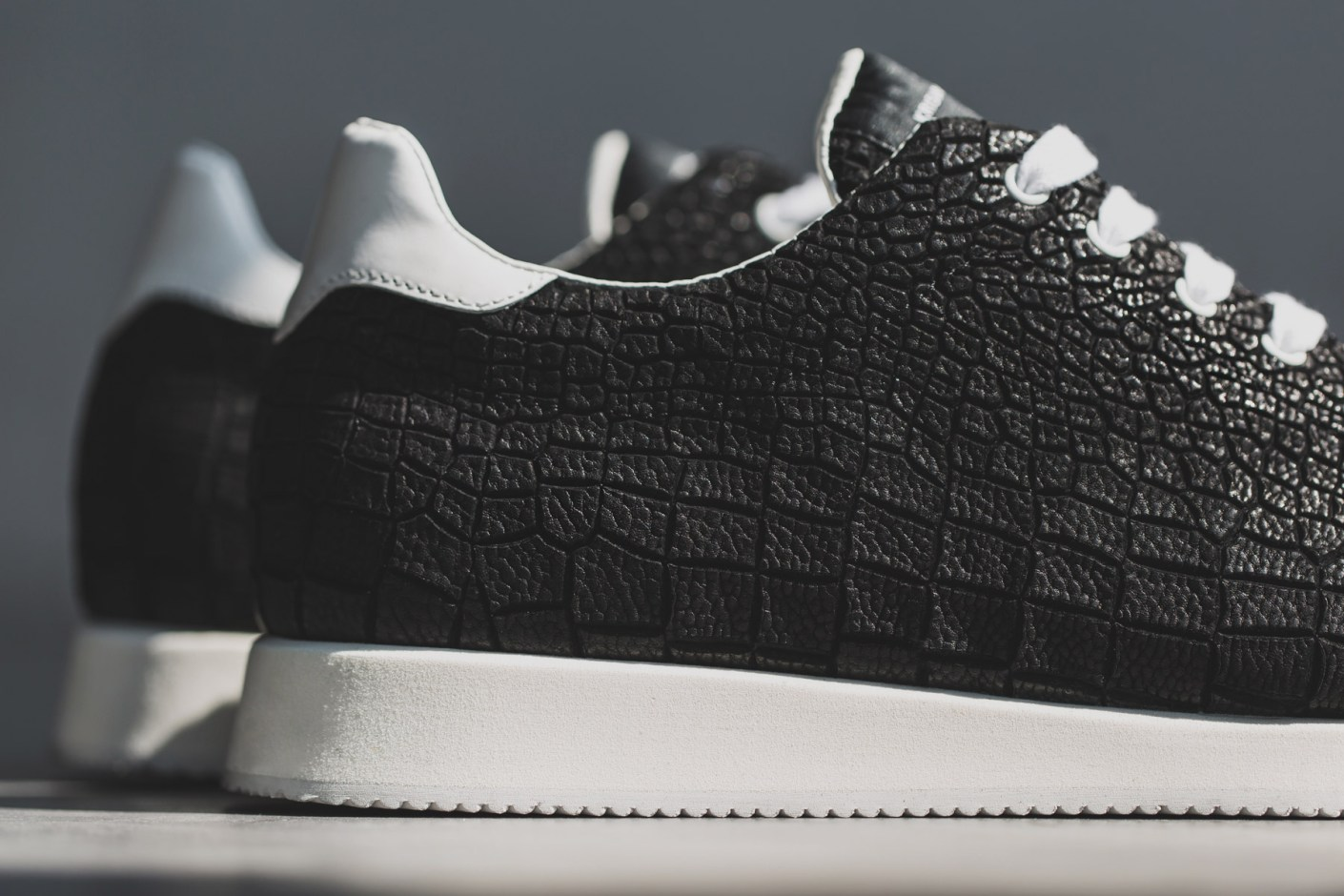 Image of KRISVANASSCHE 2014 Spring/Summer Black Crocodile Pattern Low Sneakers