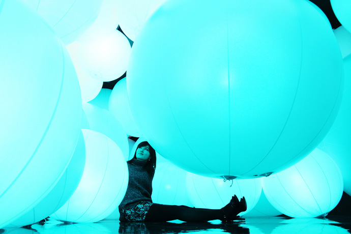 Image of teamLab's Illuminated Spheres Respond to Human Touch