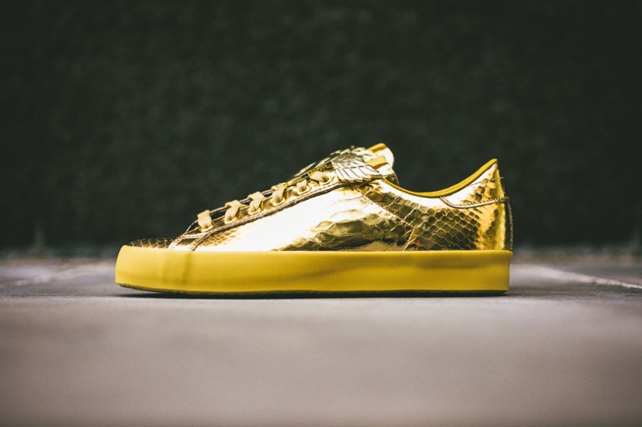 "Image of adidas Originals by Jeremy Scott 2014 Spring JS Rod Laver ""Gold Foil"""