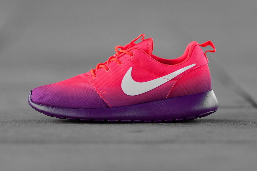 Image of Nike WMNS Roshe Run Print Laser Crimson/White-Bright Grape