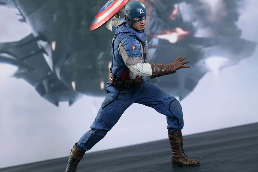 "Image of Hot Toys Captain America ""Golden Age Version"" Collectible Figure"