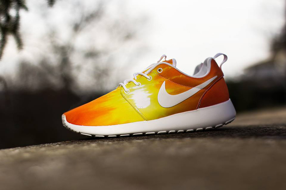 "Image of Nike WMNS Roshe Run ""Sunset & Palm Trees"" Pack"