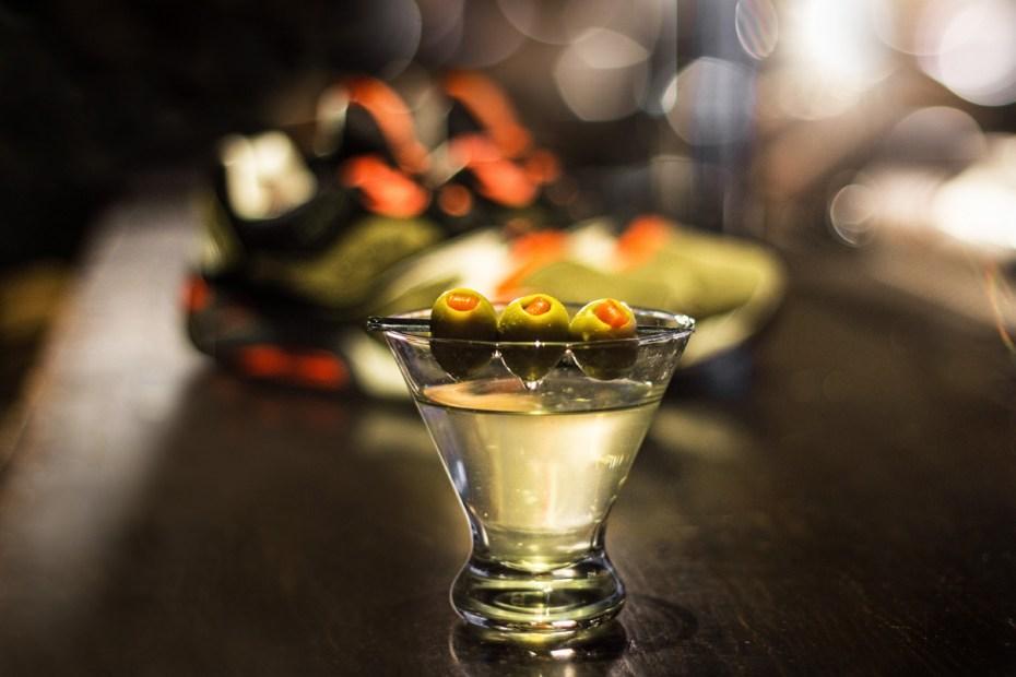 "Image of UBIQ x Saucony ""Dirty Martini"" Grid 9000"