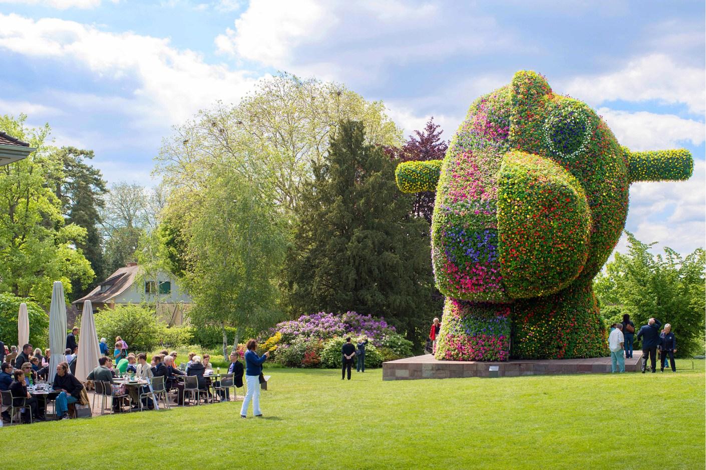 """Image of Jeff Koons' """"Split-Rocker"""" Sculpture Coming to New York's 30 Rock"""
