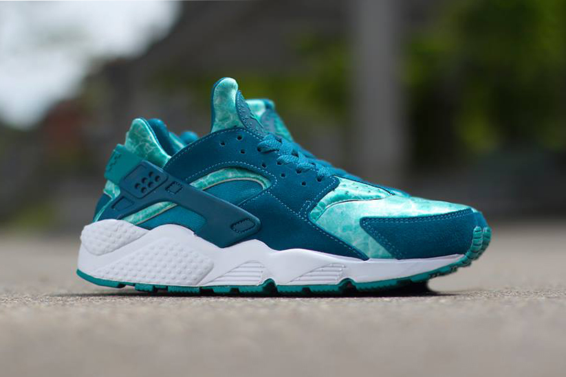 "Image of Nike Air Huarache ""Green Abyss"""