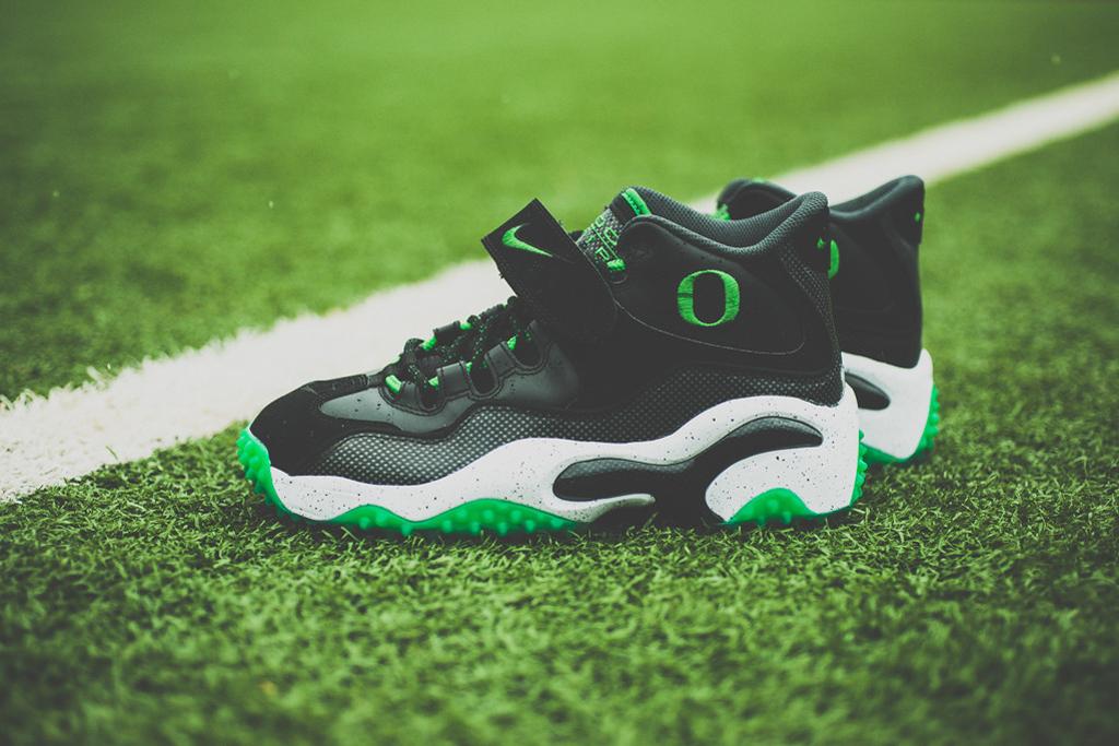 "Image of Nike Air Zoom Turf ""Oregon Ducks"""