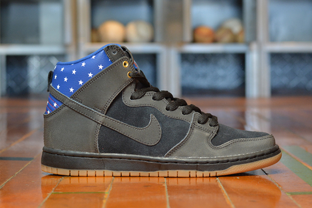 "Image of Nike SB Dunk High ""Captain America"""