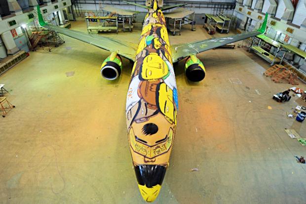 Image of Os Gêmeos Spray Paint the Brazillian National Team's Airplane