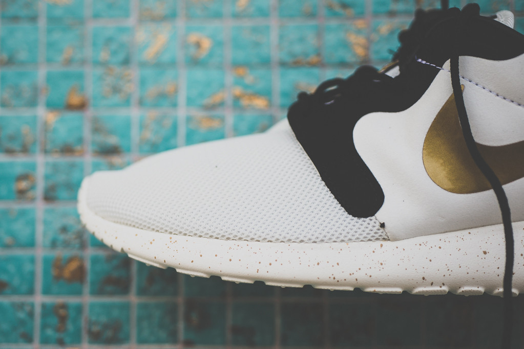 "Image of A Closer Look at the Nike Roshe Run Hyperfuse ""Gold Hypervenom"""