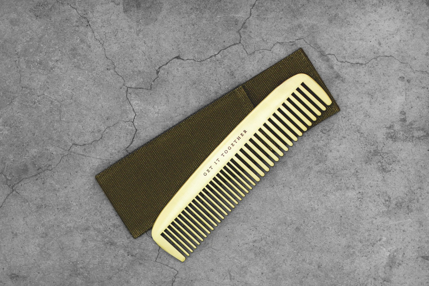 Image of IZOLA Get It Together Brass Comb