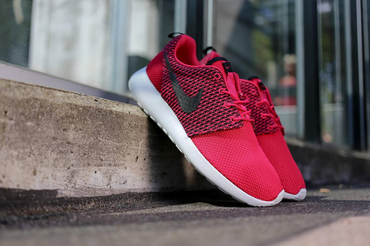 """Image of Nike Roshe Run """"Fuchsia"""""""