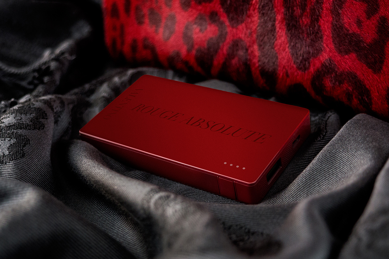 "Image of Valentino x mophie ""Rouge Absolute"" powerstation 4000"
