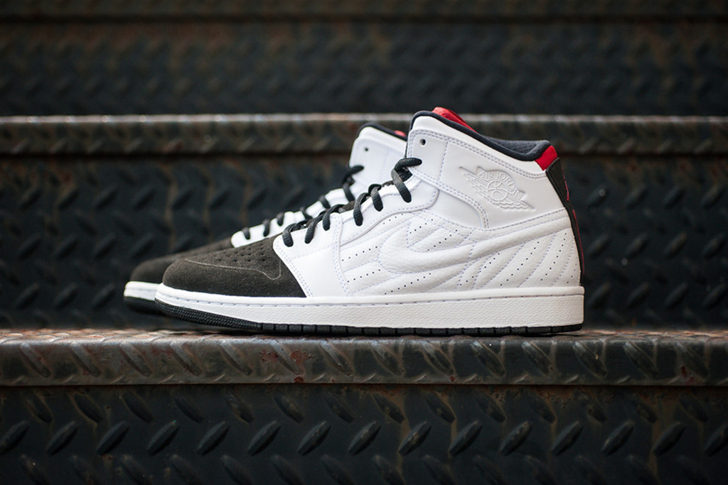 "Image of Air Jordan 1 Retro '99 ""Black Toe"""