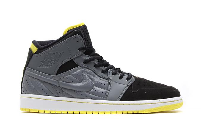 "Image of Air Jordan 1 Retro '99 ""Thunder"""