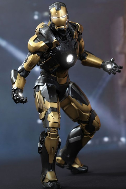 Image of Hot Toys Iron Man 3 PYTHON MARK XX 1/16 Scale Collectible Figures