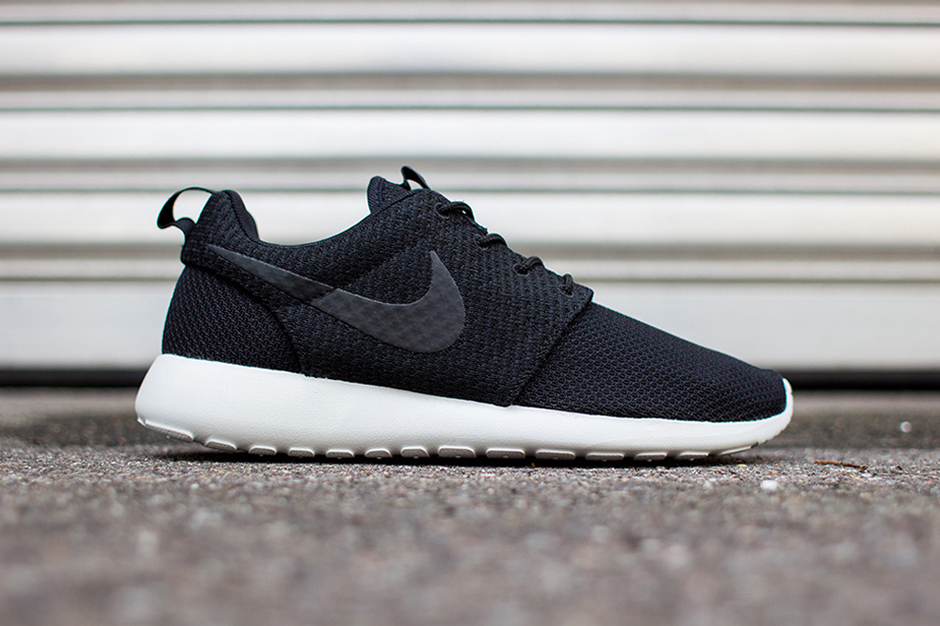 Image of Nike Roshe Run Black/Ash Grey