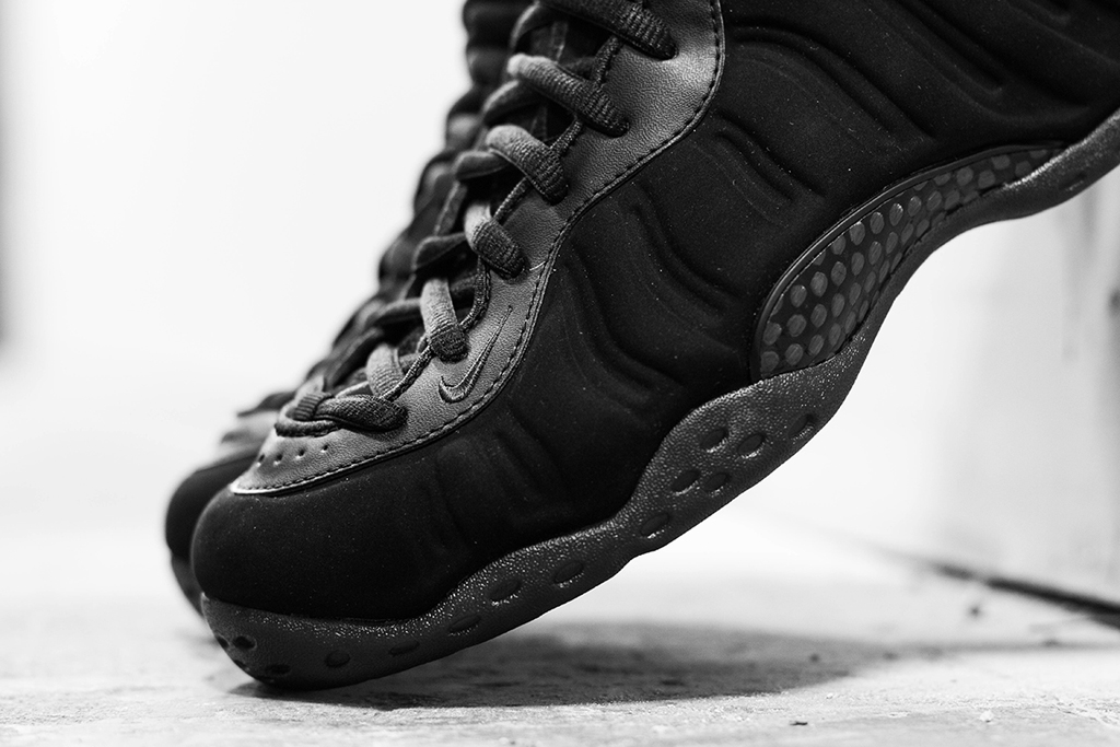 "Image of A Closer Look at the Nike Air Foamposite One ""Triple Black"""