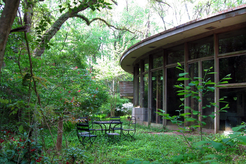 Image of Frank Lloyd Wright's Hemicycle Spring House Looking to Raise $100,000 USD for Restoration