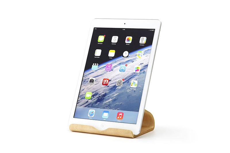 "Image of Moku's ""Desktop Furniture "" Beautifully Displays Your Tablets and Laptop"