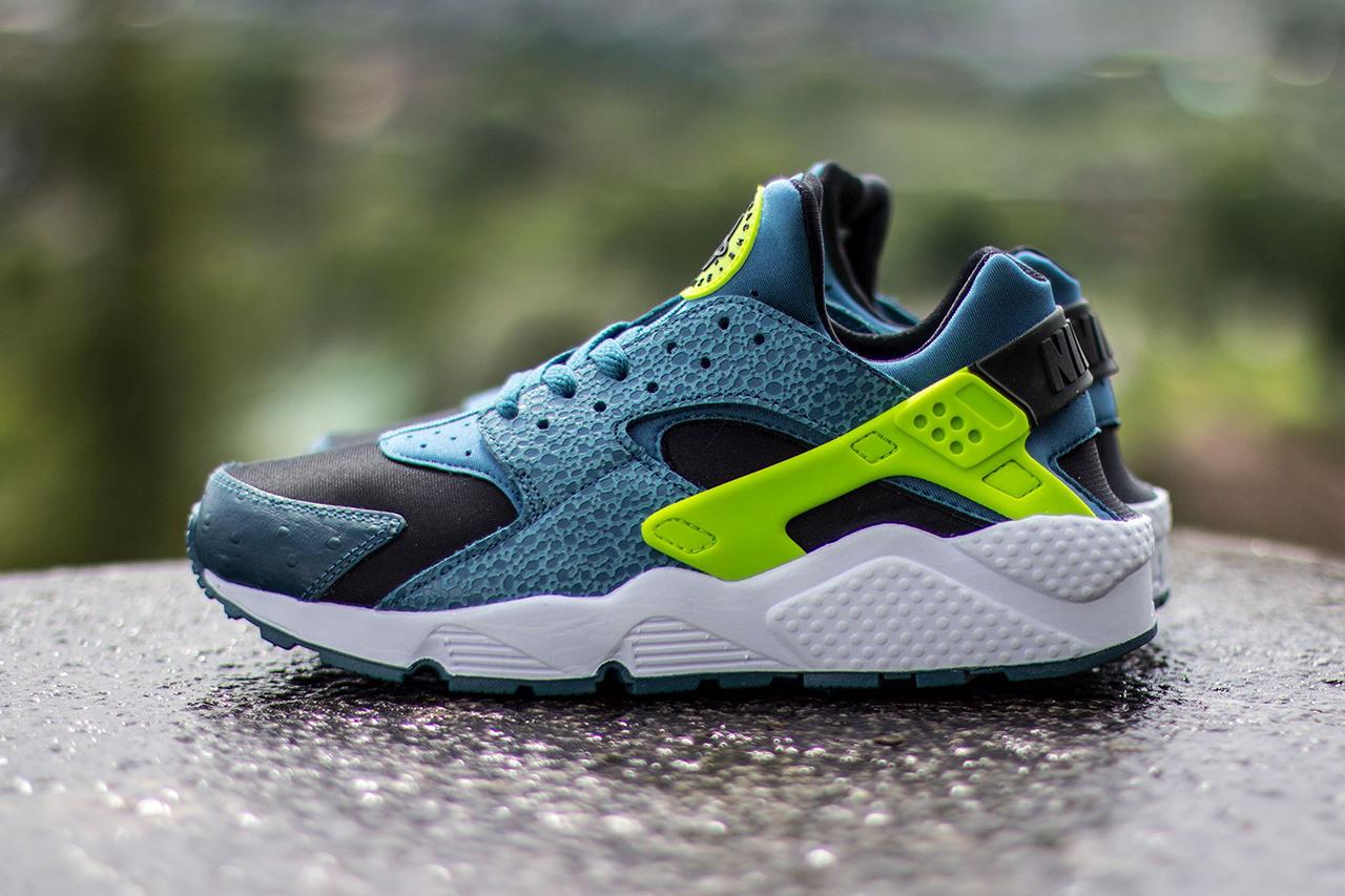 Image of Nike Air Huarache Black/Space Blue-Volt