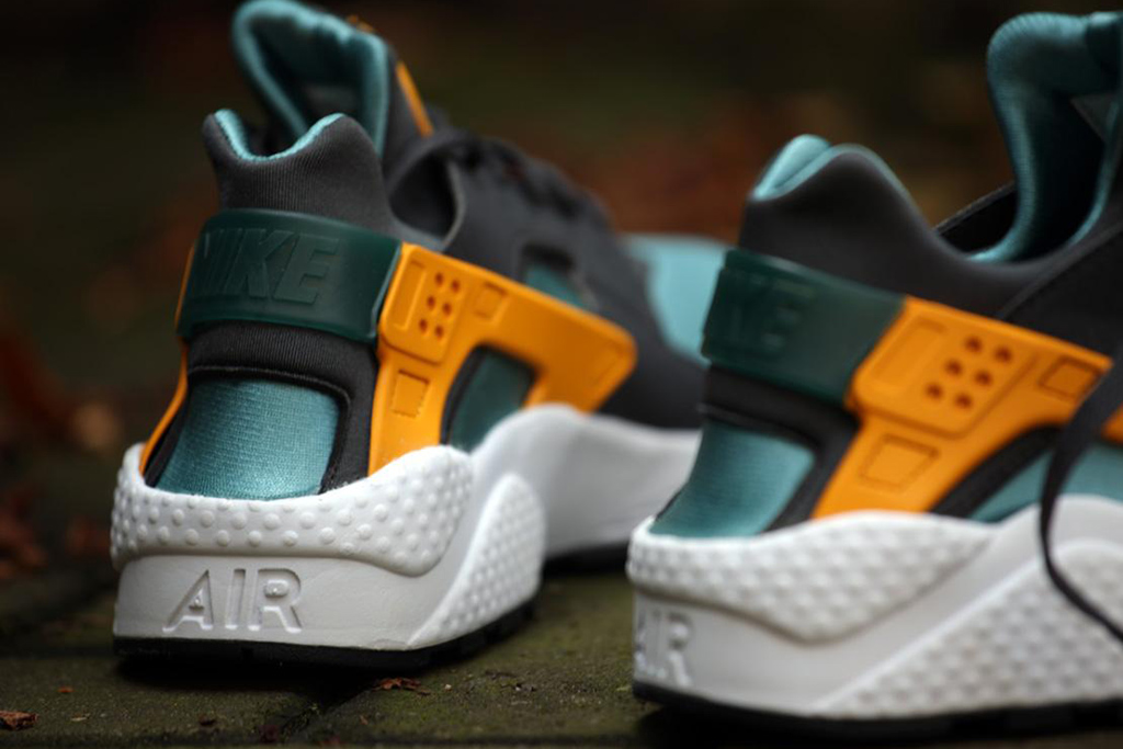 "Image of Nike Air Huarache ""Catalina"""