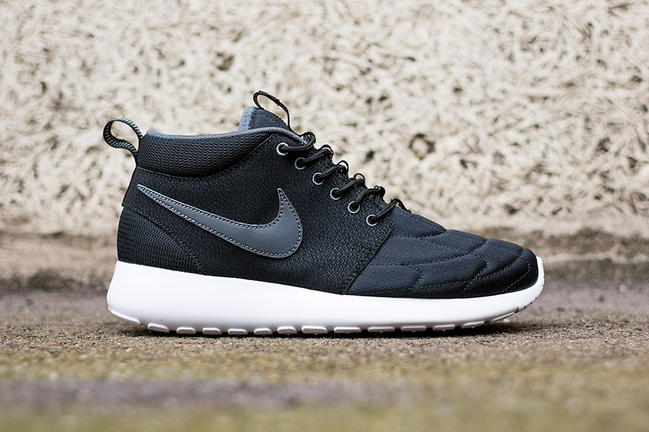 Image of Nike Roshe Run Mid Black/White
