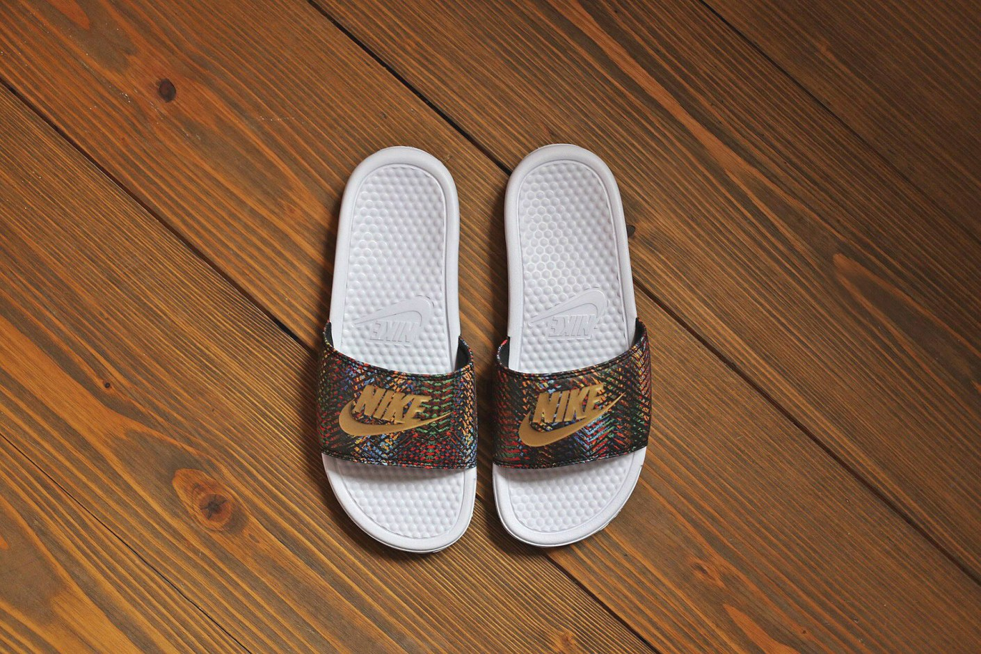 Image of Nike WMNS Benassi JDI QS White/Black-Metallic Gold