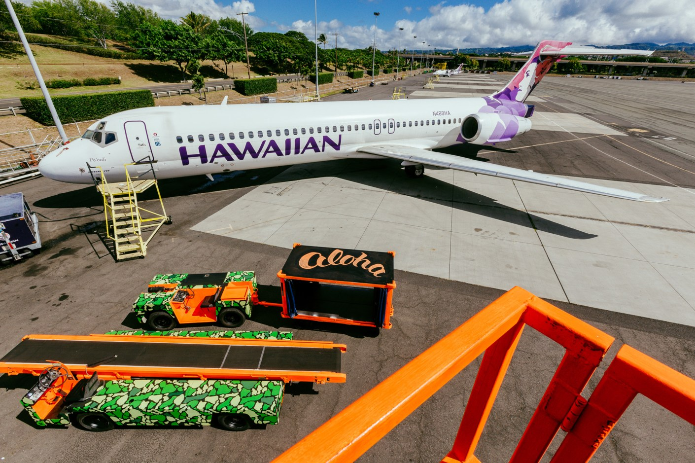 Image of POW! WOW!  and Fitted Team-Up for the Hawaiian Airlines Ground Service Vehicle Project