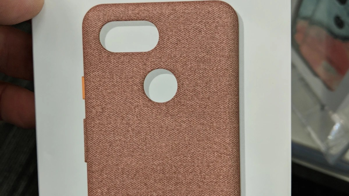 Official Google Pixel 3 Case Crops Up With Fabric Design