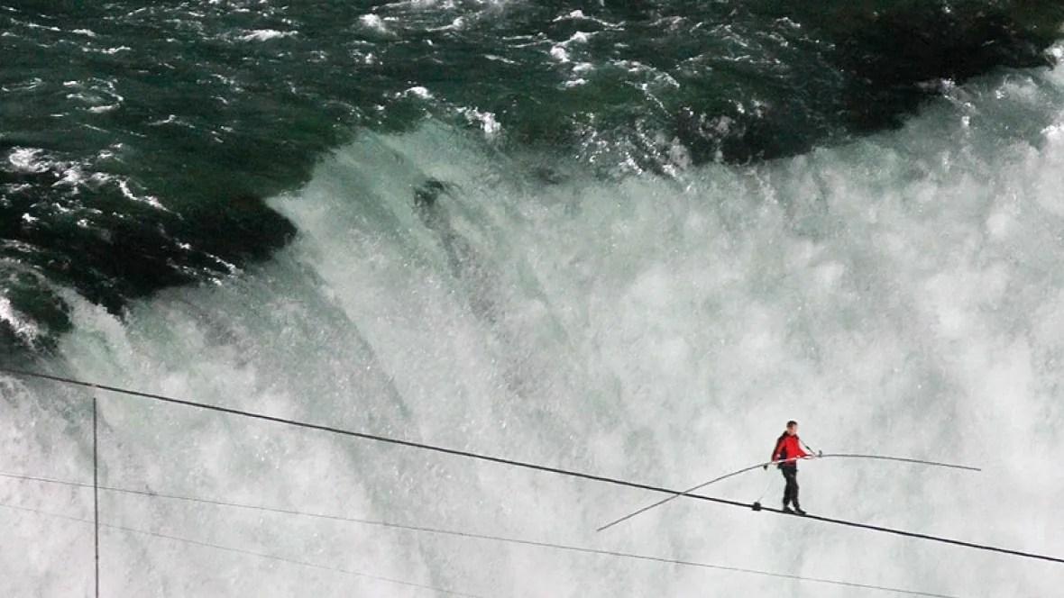 Live Niagara Falls Wallpaper Nik Wallenda Completes Niagara Falls Wire Walk Toronto