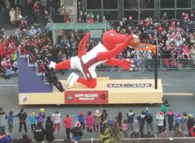Santa Claus Parade hits Toronto with thousands packing downtown - Toronto - CBC News