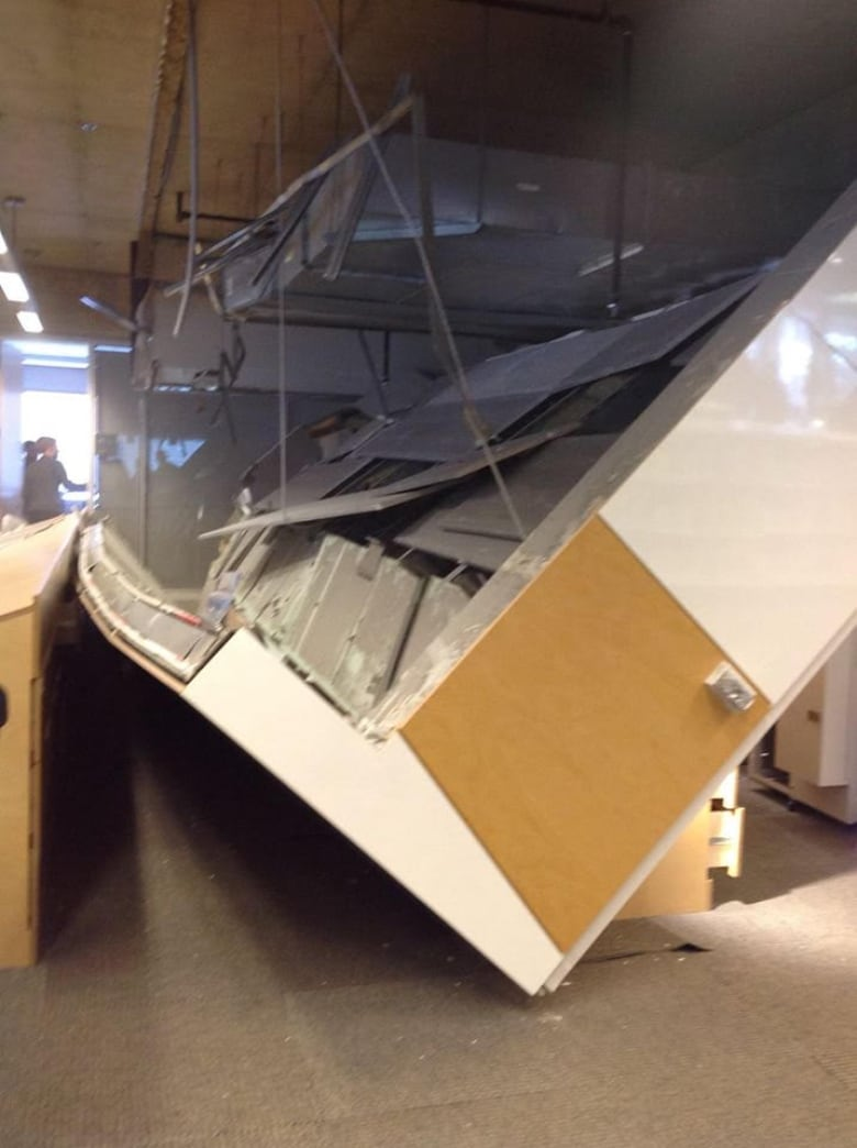 Bibliotheque Grande Section Of Ceiling Collapses In Montreal S Grande Bibliothèque