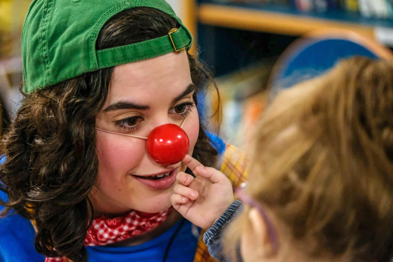 Big Couch Clown Clown Therapy Hospital Team Helps Patients Parents