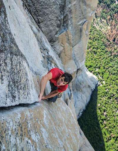 Free climber scales Yosemite's scariest peak without any safety gear | Daily Mail Online