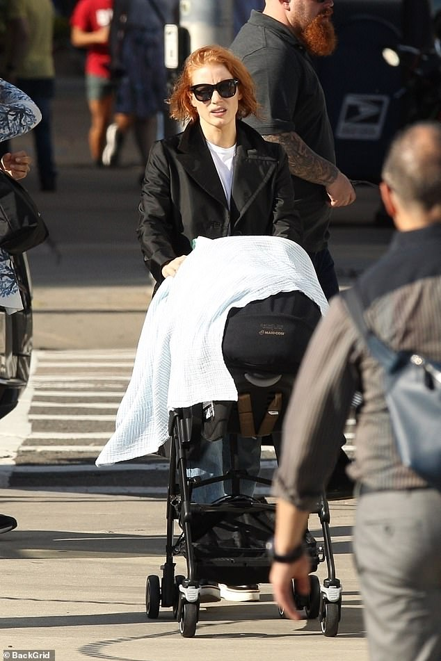 Maxi Cosi Car Seat Infant Jessica Chastain 41 Pushes A Baby Stroller As She Walks