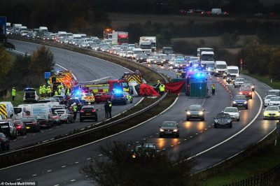 Three dead after car going WRONG WAY on M40 crashes into vehicles   Daily Mail Online
